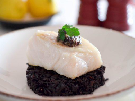 Cabillaud rôti, tartare d'algue et son riz venere