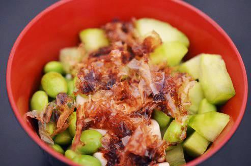 Salade du Pays du Soleil Levant au tofu et aux fèves