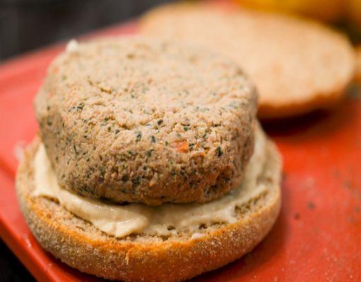 Muffin_burger_agneau_houmous-10