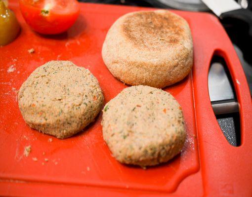 Muffin_burger_agneau_houmous-5