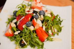 Salade de roquette fraises balsamique