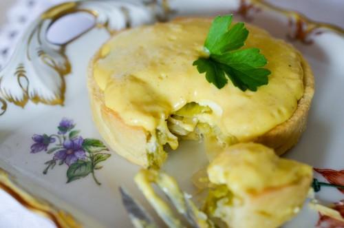 Tartelette au bleu de Laqueuille, sabayon au chocolat blanc