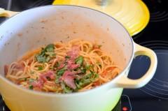 One_Pot_Pasta_italienne_tomate_pancetta_basilic_parmesan (5 sur 9)