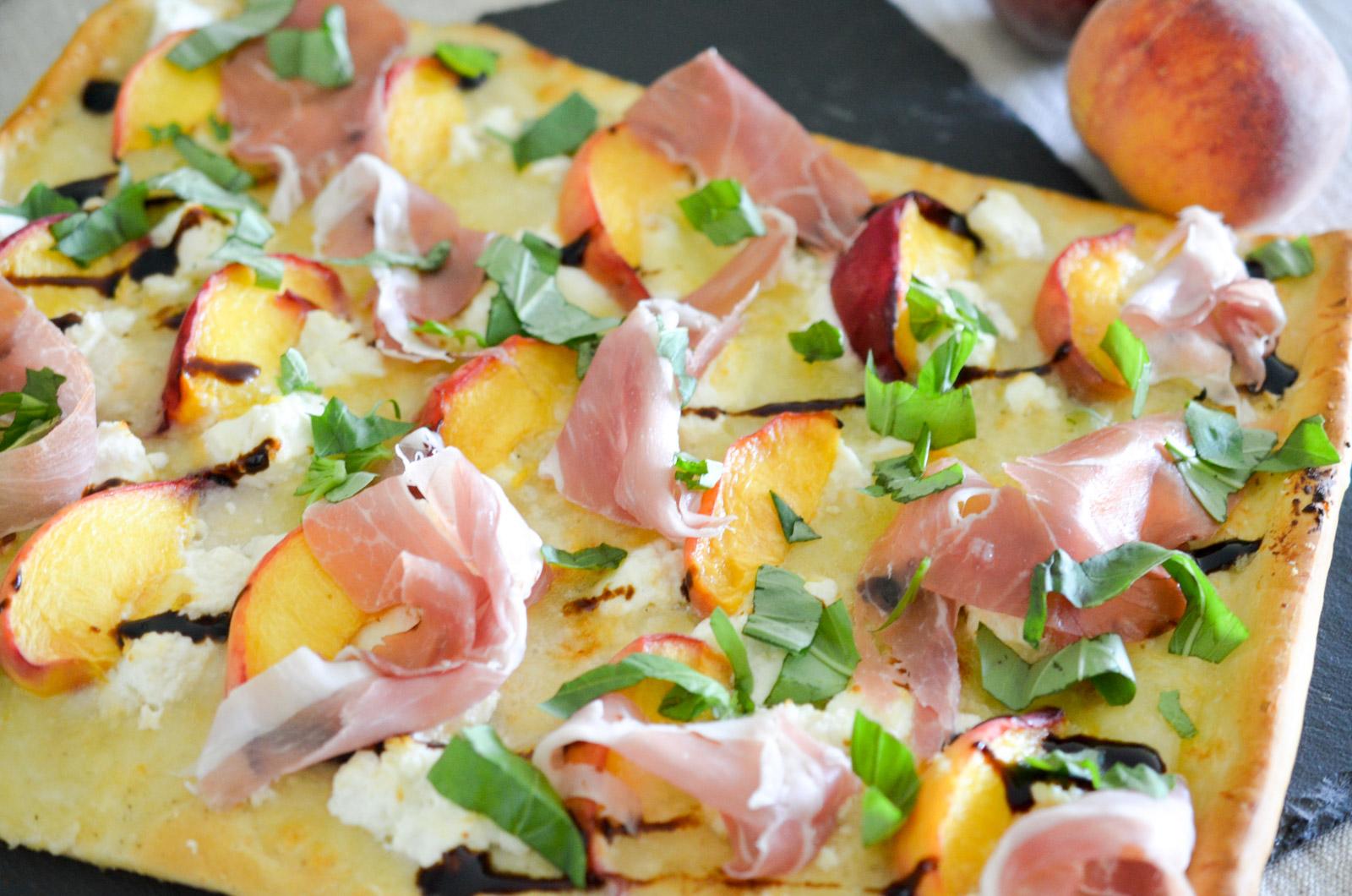 Pizza Peche Basilic Prosciutto 4 Sur 8