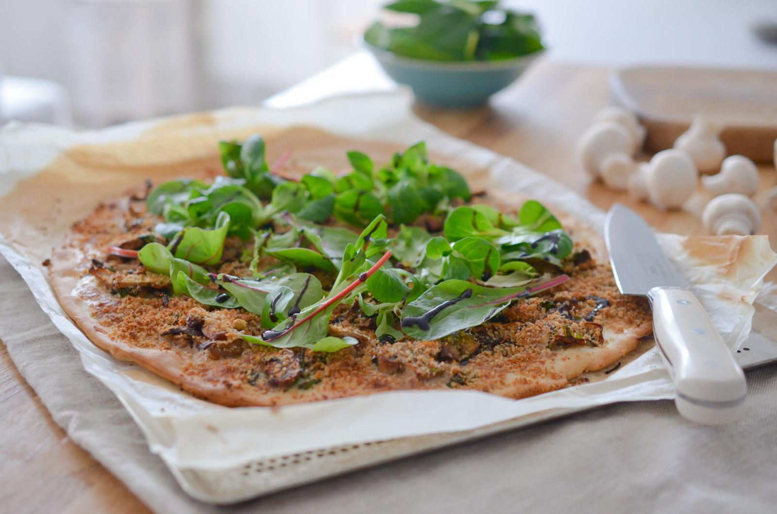 Pizza blanche vegan aux champignons