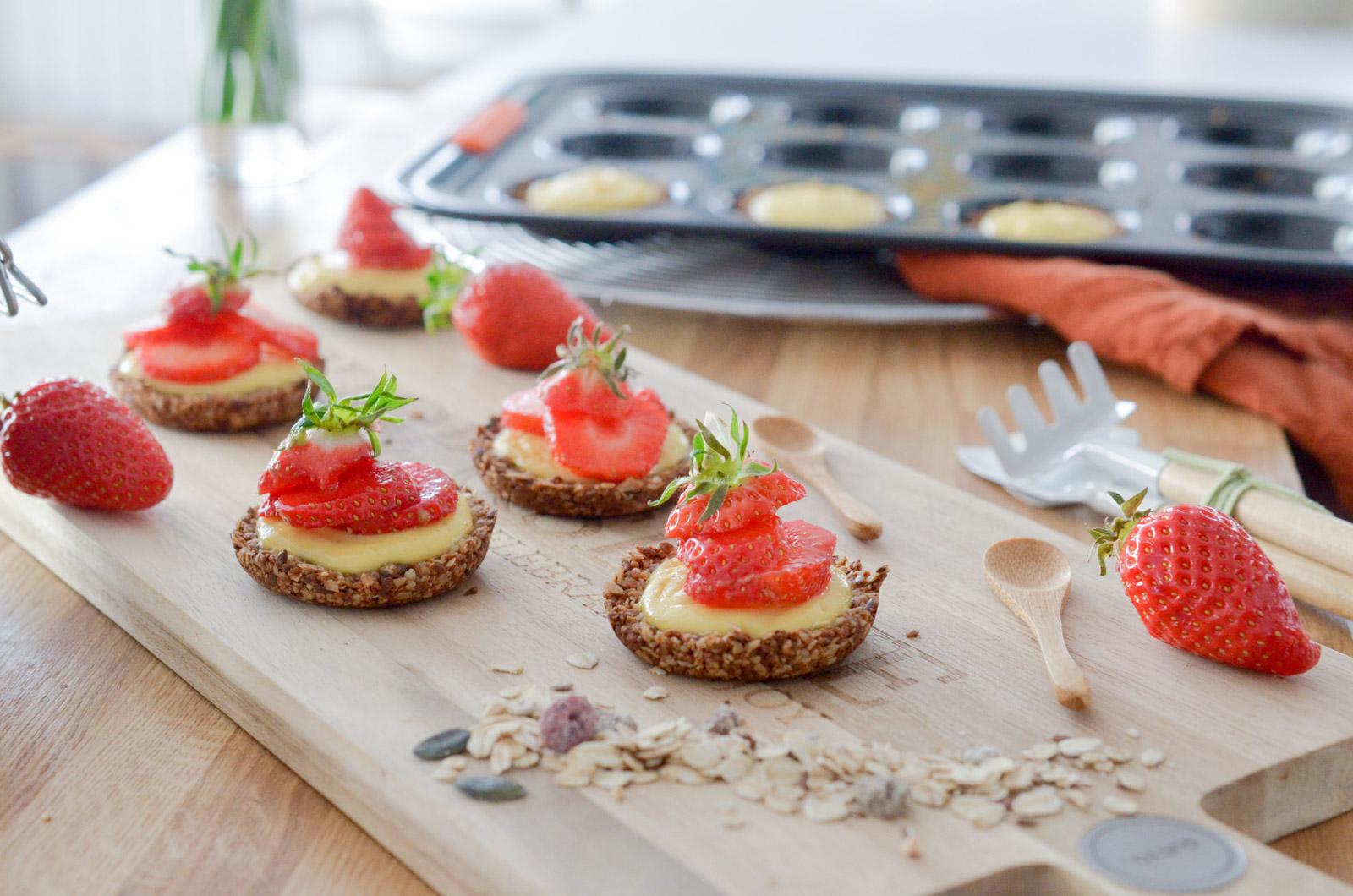 Tartelettes muesli aux fraises et crème citronnée