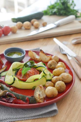 Pommes grenailles rôties et ses légumes d'été