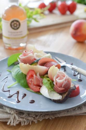 Salade de pêches au jambon de Parme