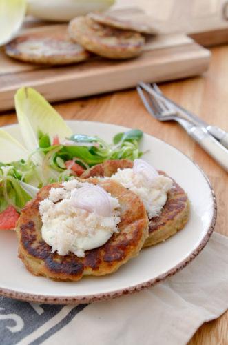 Galettes de pommes de terre et chair de crabe