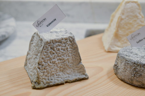 Zoom sur le fromage de chèvre avec l'appellation AOP Centre Val de Loire