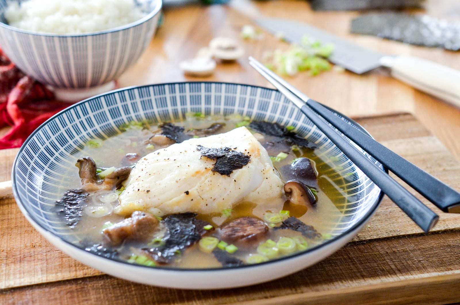 Dos de cabillaud au bouillon miso et shiitake