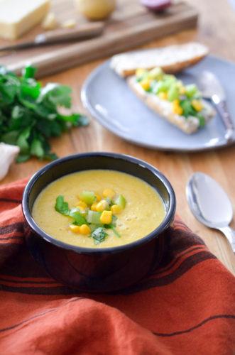Soupe au maïs et ses tartines gourmandes au kiwi