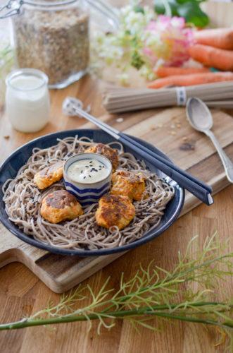 Boulettes de carottes, sauce au yaourt