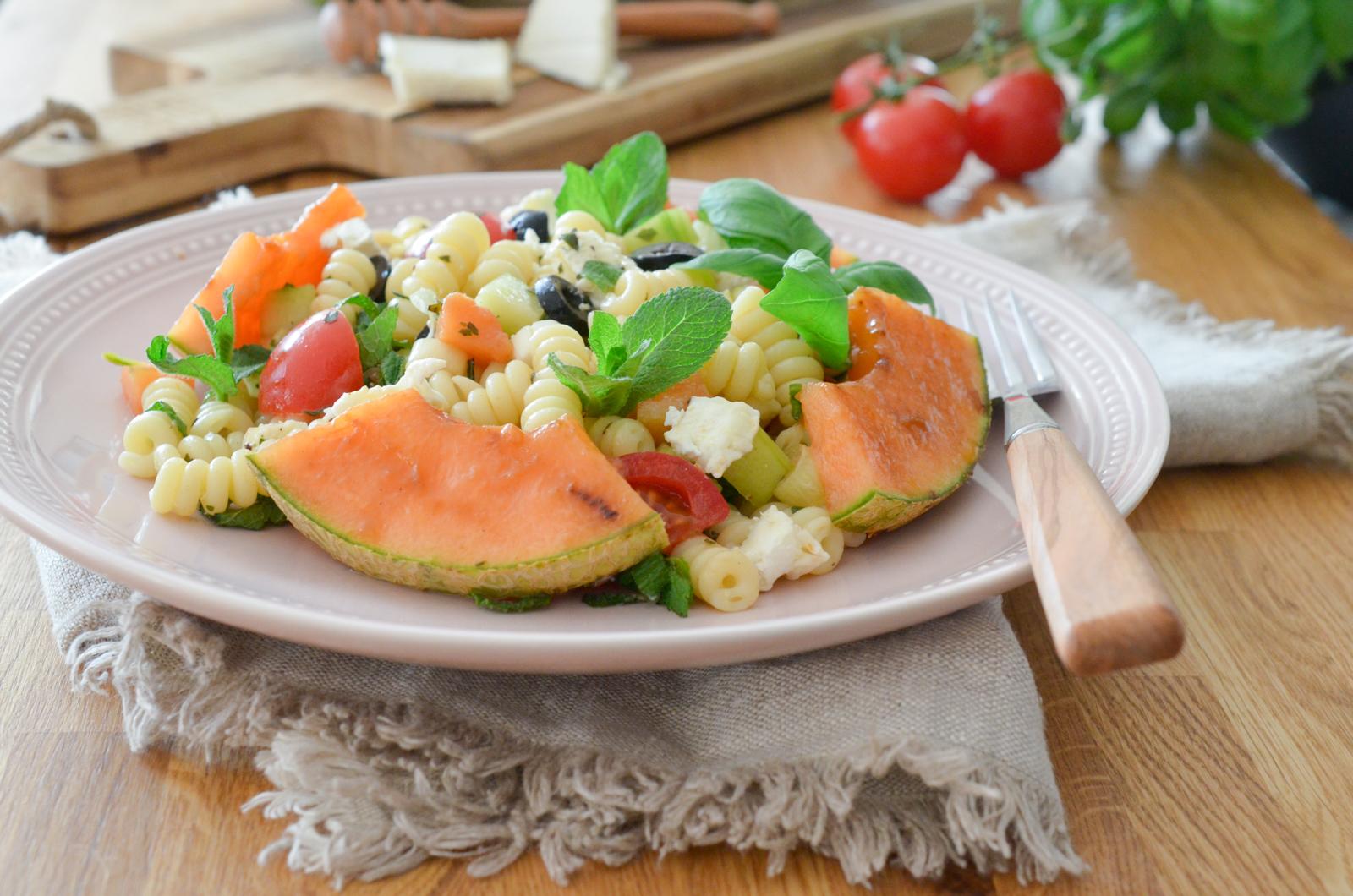 Salade de pâtes au melon grillé