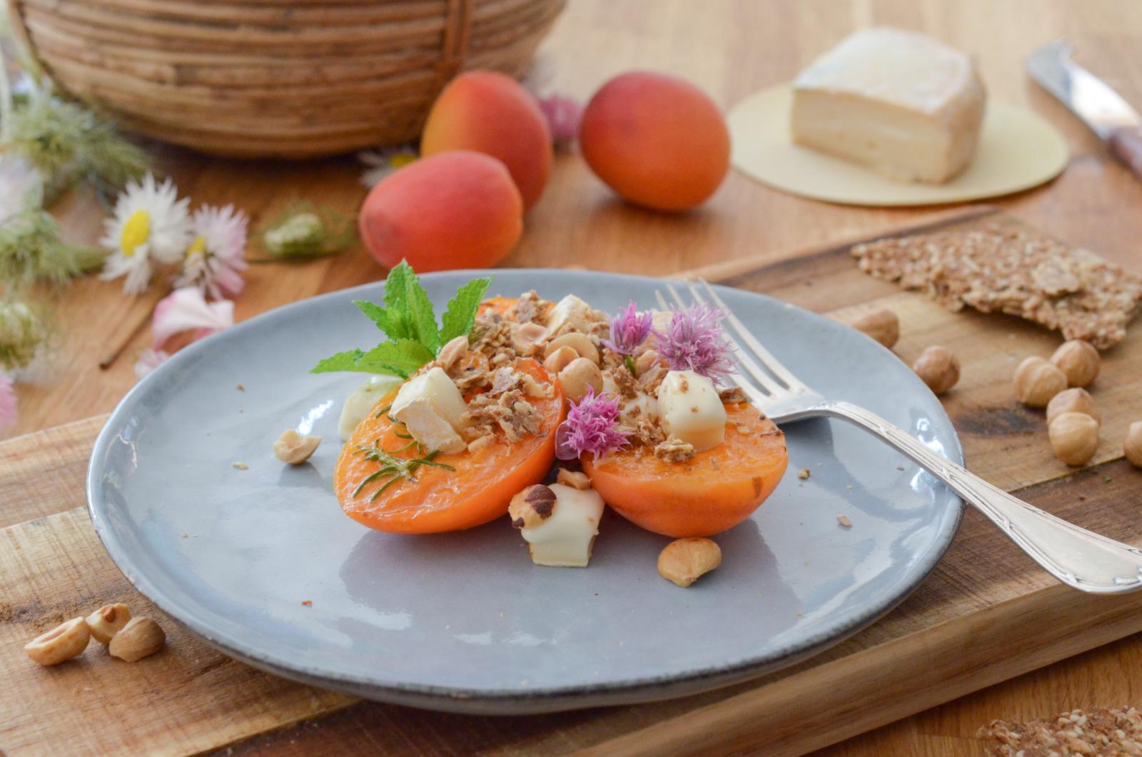 Abricots rôtis au Reblochon et aux noisettes